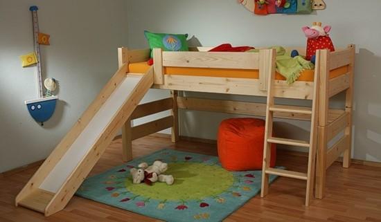 Dětská dřevěná palanda nízká přírodní se skluzavkou. Gazel