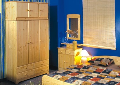 Nábytek z masivu, dřevěný nástavec na šatní skříň. Gazel